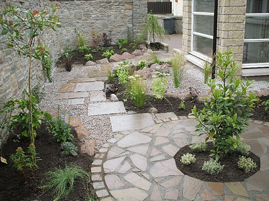 Garden gallery rococo plants and gardens for Paving ideas for small courtyards